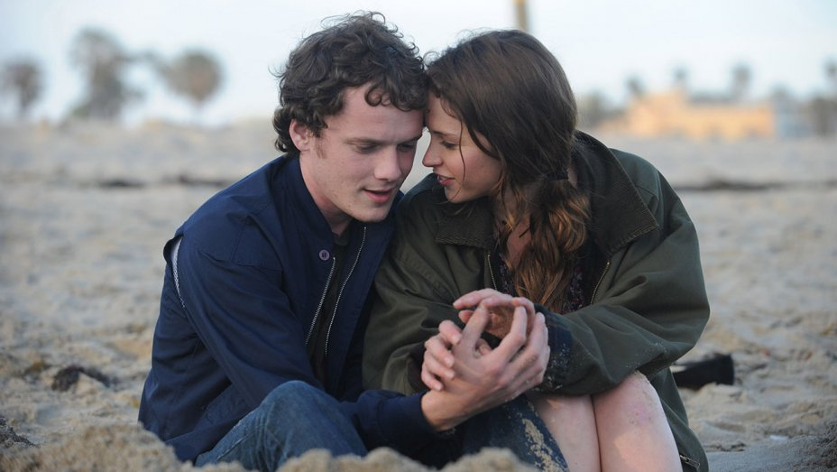 like_crazy_anton_yelchin_felicity_jones_still_h_2016